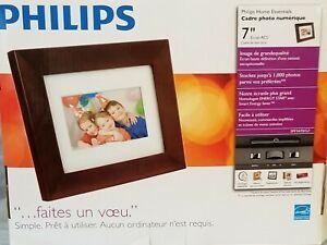 "Phillips 7"" Digital LCD Panel PhotoFrame Brown Wood Photo Frame"