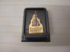 Pin's pins Arthus Bertrand en boite  RENAULT PARTENAIRE OFFICIEL EURO DISNEY