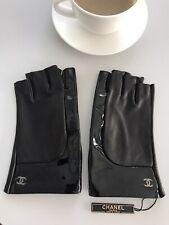€670 CHANEL ✨2020 Lederhandschuhe CC Handschuhe Gr. 7,5 Schwarz Lack Sample NEU✨