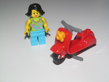 Lego ® City Minifig Figurine Femme Lady avec Scooter Rouge NEW
