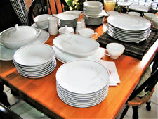 Noritake Vintage 8 Place Dinnerware China Set - Windrift Pattern 6117