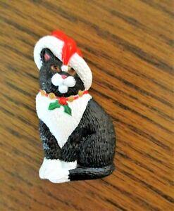 "Vintage Hallmark Sitting Black/White Santa Cat Christmas Pin, 2"" x 1"", EUC"