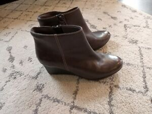Womens Clarks Bendables gray Wedge Heel Ankle Boot Leather 8 W