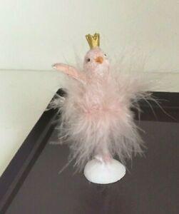 Ballerina mit Federboa und Krönchen Piepmatz der seine Pirouetten dreht Rosa