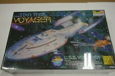 1997 Sealed Star Trek Voyager Model #85-3612 with bonus pin NIB Mint condition