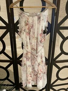 BNWT Forever New Pleat Detail Dress Floral Print Size 16