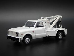 1968 CHEVY CHEVROLET C30 DUALLY WRECKER TOW TRUCK 1:64 SCALE DIECAST MODEL CAR