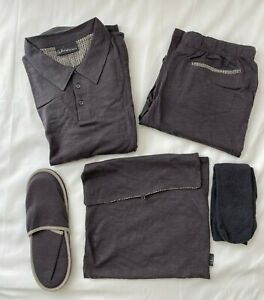 "QANTAS First Class Loungewear by ""Akira"" with slippers & socks, Medium, Gray"