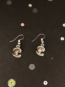 Silver Clam Shell Earrings. Vintage Style Dangly Charm Earrings. Beach Jewellery