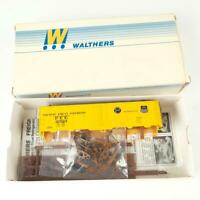 Walthers Pacific Fruit Express PFE UP-SP 40' Steel Reefer Kit 932-2501 HO Scale