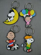 Snoopy Peanuts 4 x  Schlüsselanhänger Gummi  Schleich  ( K61)