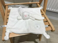 Chad Valley Snuggle Bunny Rabbit Baby Comforter Soft Toy ivory Blanket Heart