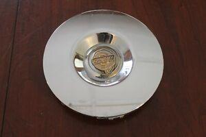 2005 - 2006   CHRYSLER  300  USED OEM  CHROME  CENTER  CAP GOLD LOGO 04895891AB