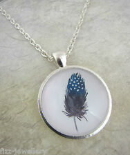 Boho dipinto Feather Design Teal GREY SILVER PLATED COLLANA NUOVO IN BORSA REGALO