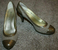 AK Anne Klein Womens Tweed Wing Tip Heels Shoes Taupe Brown Size 9 9M NEW