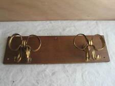 alte Wandgarderobe mit 2 Kleiderhaken in Schleifen Form