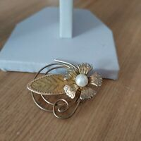 Vintage Retro Gold Tone Faux Pearl Centre Flower Leaf Swirl Costume Pin Brooch