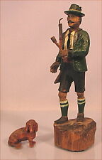 Alte Krippenfigur Jäger mit Dackel Holz handgeschnitzt
