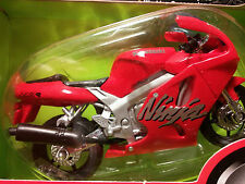 MAISTO 2 Wheelers - 1/18 Scale Motorcycle Red Kawasaki ZX7R Ninja Sport replica