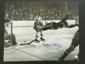 "BOBBY ORR AUTOGRAPHED 16 X 20 ""THE GOAL"" PHOTO  (GREAT NORTH ROAD C.O.A)."