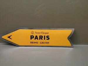 VEUVE CLICQUOT CHAMPAGNE MAGNETIC ARROW PARIS REIMS  AIMANT , MAGNET. 32 X 8 cm