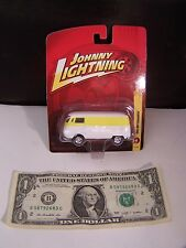 Johnny Lightning Car 1965 VW Transporter White/Yellow Volkswagen - #18 - 2010