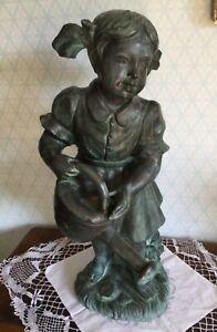 Große Bronze signiert Mädchen mit Gießkanne Wasserspeier 12.55 kg 62 cm hoch