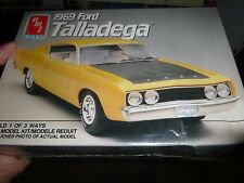 AMT 1969 FORD TORINO TALLADEGA W/NASCAR PARTS 1/25 Model Car Mountain KIT FS