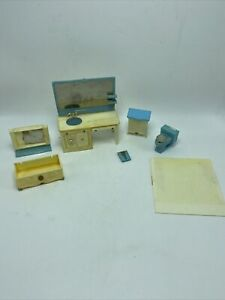 Louis Marx & Co. Marx Toys Doll House Bathroom Furniture Plastic Lot Vintage