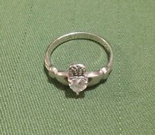 VINTAGE STERLING SILVER IRISH CLADDAGH RING w CLEAR DIAMANTE - SIZE P 1/4 (8)