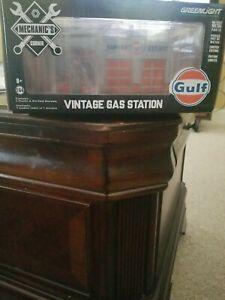 Greenlight Mechanics Corner 1:64 Vintage Gas Station Shell