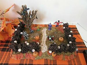 """LEMAX HALLOWEEN DISPLAY BASE PLATFORM WITH FIGURES BUSHES TREE AS IS 11.5""""W LotD"""