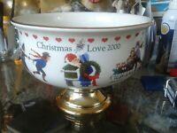 Charles Wysocki Teleflora Christmas Love 2000 Pedestal Flower Dish Fruit Bowl