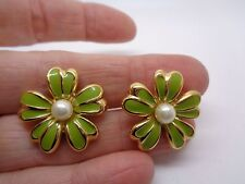 VINTAGE DAISY STUD EARRINGS ENAMELLED WITH FAUX PEARL SIGNED N PARTY PROM