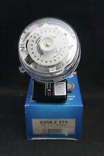 Sangamo S2542171 24 HR Electro-Mechanical conmutador RPTS base de 3 Pines