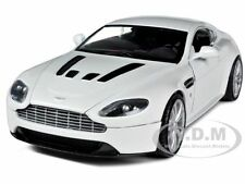 ASTON MARTIN VANTAGE V12 PEARL WHITE 1/24 DIECAST MODEL CAR BY MOTORMAX 73357