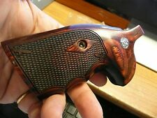 SMITH & WESSON K/L FRAME GRIP ROUND BUTT WITH S&W MEDALLIONS ROSEWOOD CHECKERING