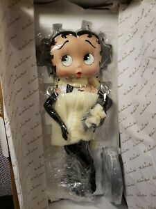 DRESSED TO PERFECTION BETTY BOOP PORCELAIN DOLL 2004 DANBURY MINT NRFB