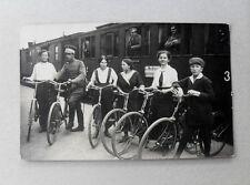 Personen m. Fahrrad am Bahnsteig Wagonschild Weidhausen Tiefenlauter (Coburg)