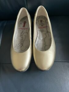 Ecco Gold Coloured Ladies Flat Shoes Size 7/40