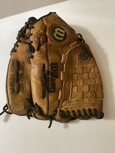 "WILSON A9631DFSFP4 12  3/4"" FASTPITCH SOFTBALL GLOVE RH THROW-GOES ON LEFT HAND"