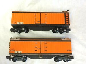 VINTAGE LOT 2 AMERICAN FLYER METAL & PLASTIC BOX CARS ORANGE & BROWN