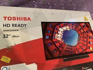 Toshiba 32 HD READY,32inch/80cm,model 32WK3A63DB,DAMADGED SCREEN!!!!