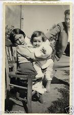 Portrait enfants assis sur une chaise - Photo ancienne an. 1950