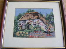 Lovely Vintage Cross Stitch foto mt 'D/incorniciato U/Bicchiere Di Country Cottage in buonissima condizione