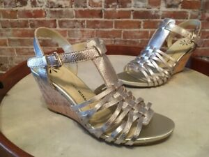 Isaac Mizrahi Simmer Light Gold Metallic Leather Fisherman Wedge Sandal NEW