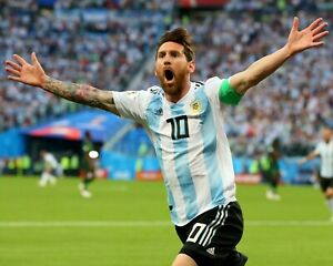 Lionel Messi Argentine Football Soccer Player - Unsigned 8x10 Photo