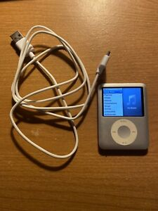 Apple iPod Nano 3rd Generation Silver (4 GB) Tested and Working With Charger
