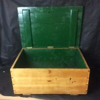 Gorgeous And Useful Victorian Pine Storage Box / Trunk With Handles. Great Size