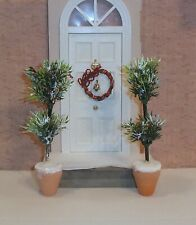 DOLLS HOUSE PLANTS AND FLOWERS - PAIR OF WINTER BERRY BUSHES & DOOR WREATH